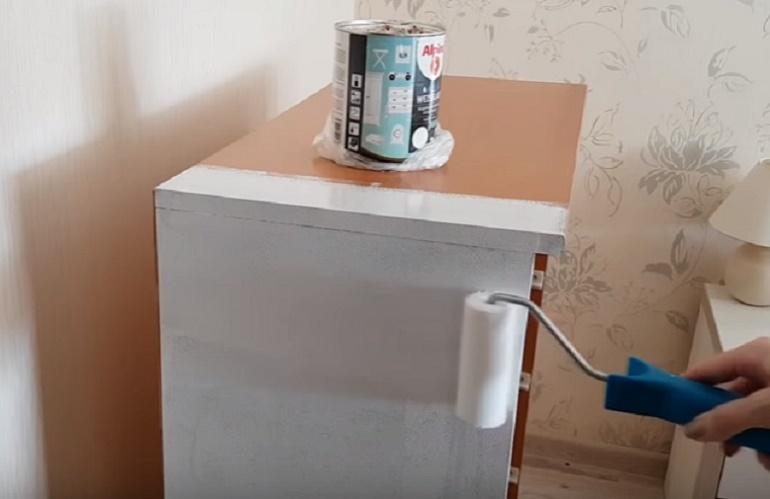 как покрасить старый шкаф в белый цвет