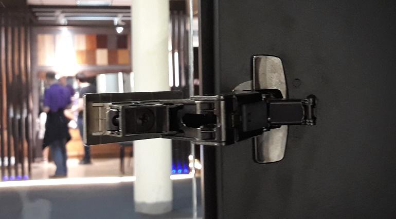 Мебельные петли для шкафов: разновидности, способы подбора и установки