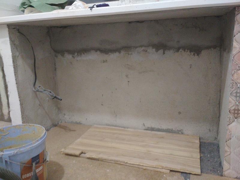 как встроить шкаф в нишу под подоконником на кухне