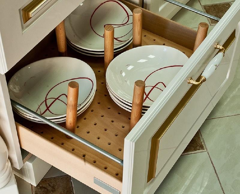 выдвижные ящики для хранения посуды