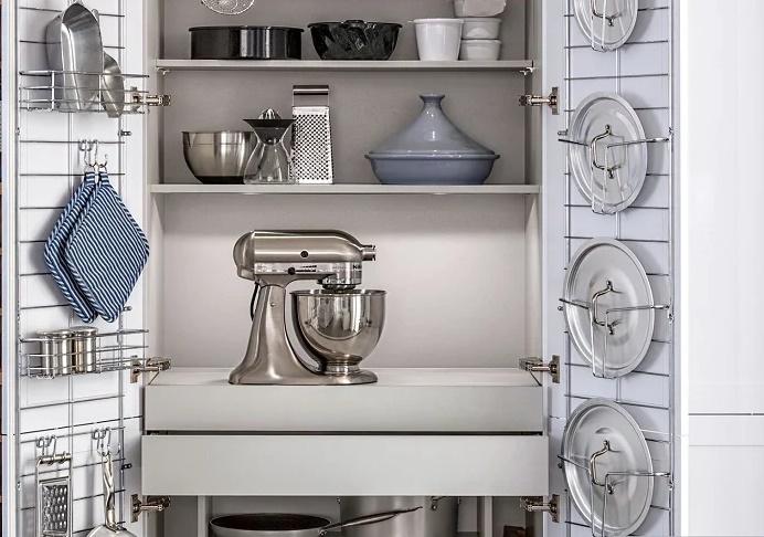 кухонный шкаф с выдвижной столешницей